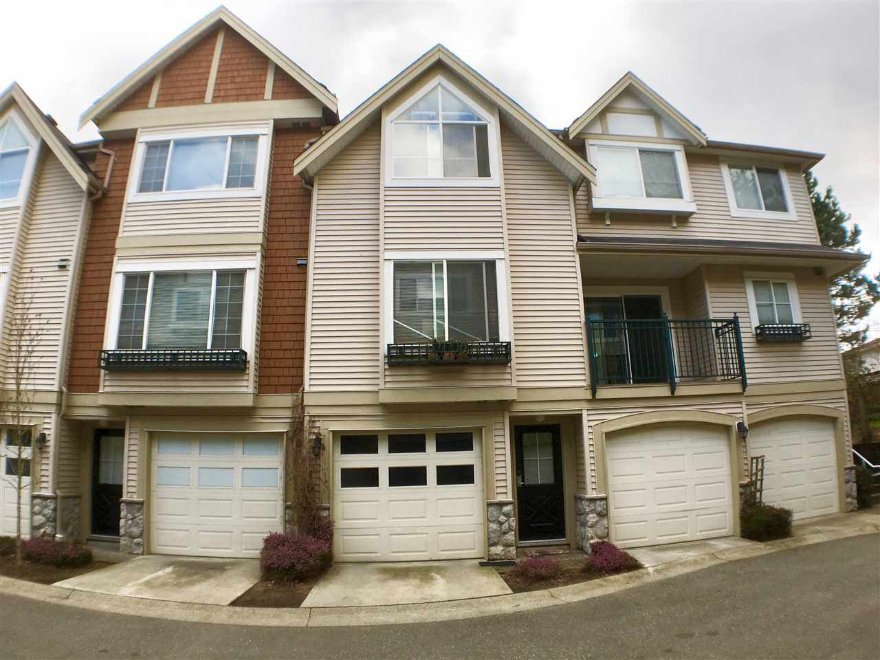 """Main Photo: 18 15488 101A Avenue in Surrey: Guildford Townhouse for sale in """"COBBLEFIELD LANE"""" (North Surrey)  : MLS®# R2252519"""