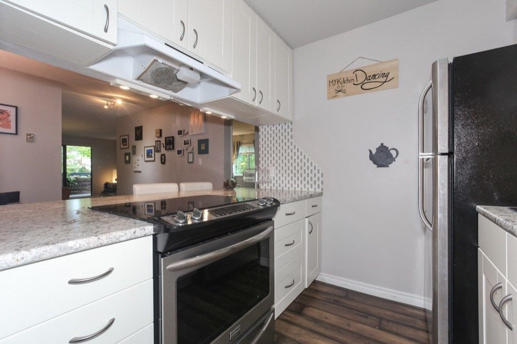 """Photo 11: Photos: 101 5906 176A Street in Surrey: Cloverdale BC Condo for sale in """"Wydham estates"""" (Cloverdale)  : MLS®# R2286644"""
