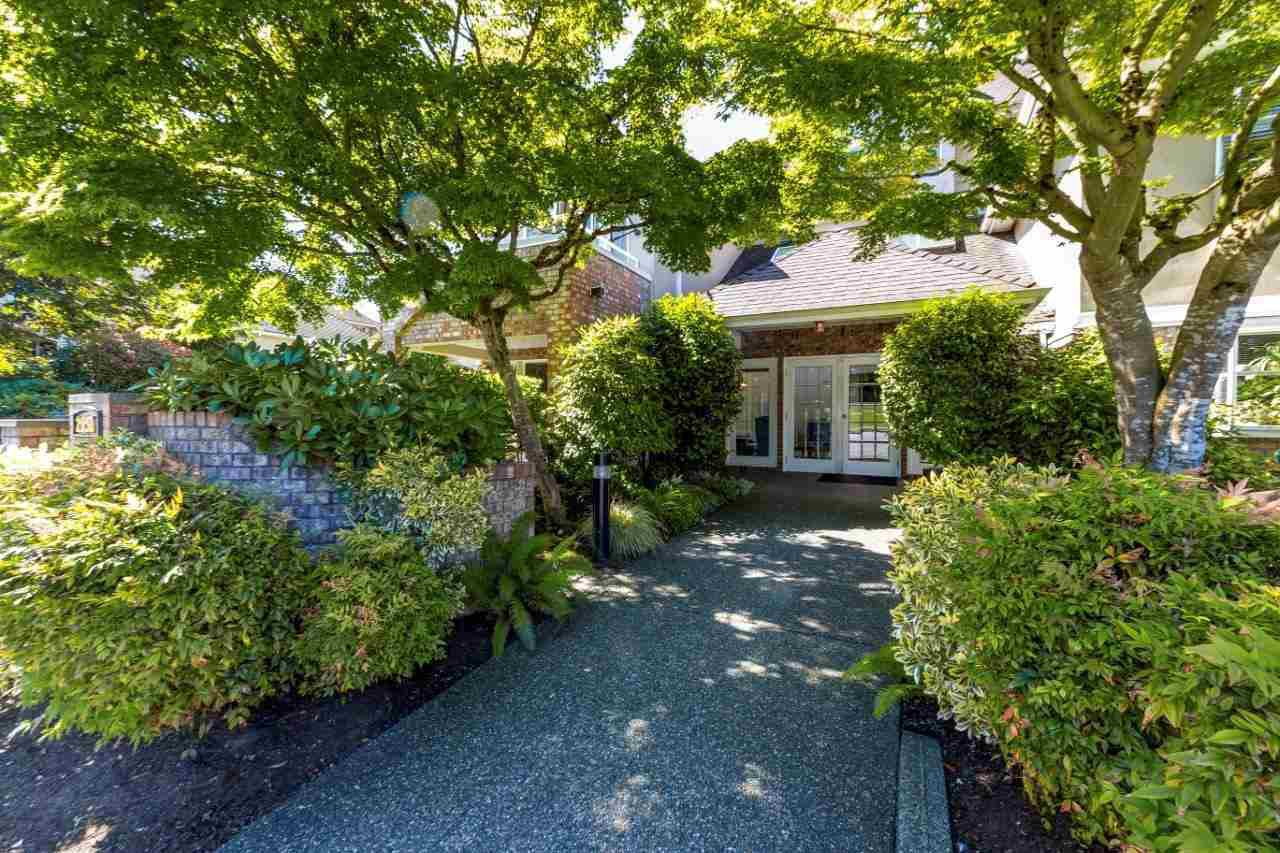 """Main Photo: 13 2150 MARINE Drive in West Vancouver: Dundarave Condo for sale in """"LINCOLN GARDENS"""" : MLS®# R2289242"""