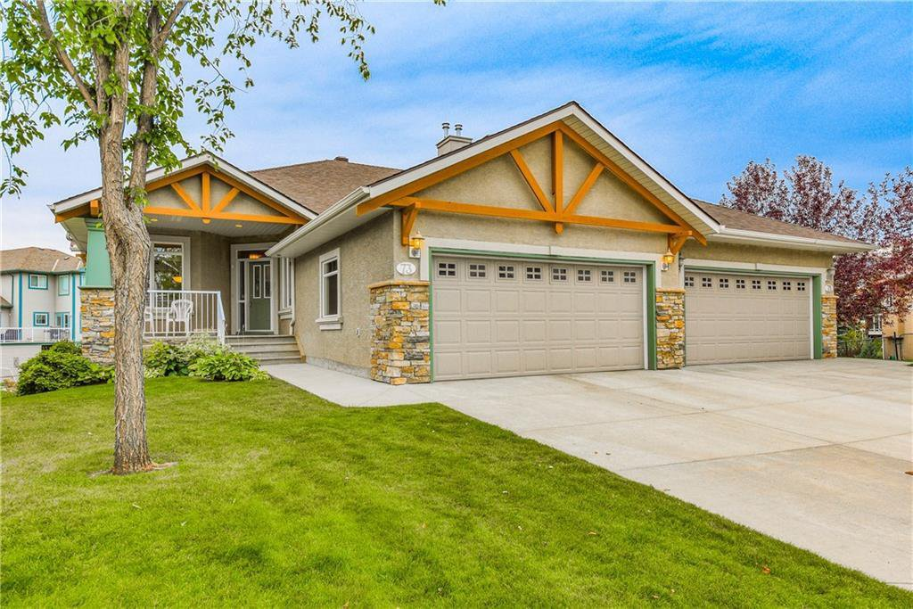 Main Photo: 73 DISCOVERY WOODS Villa SW in Calgary: Discovery Ridge Semi Detached for sale : MLS®# C4218779