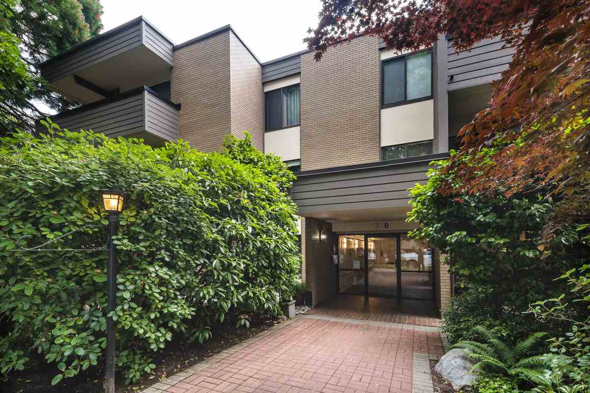 "Main Photo: 310 1710 W 13TH Avenue in Vancouver: Fairview VW Condo for sale in ""PINE RIDGE"" (Vancouver West)  : MLS®# R2384892"