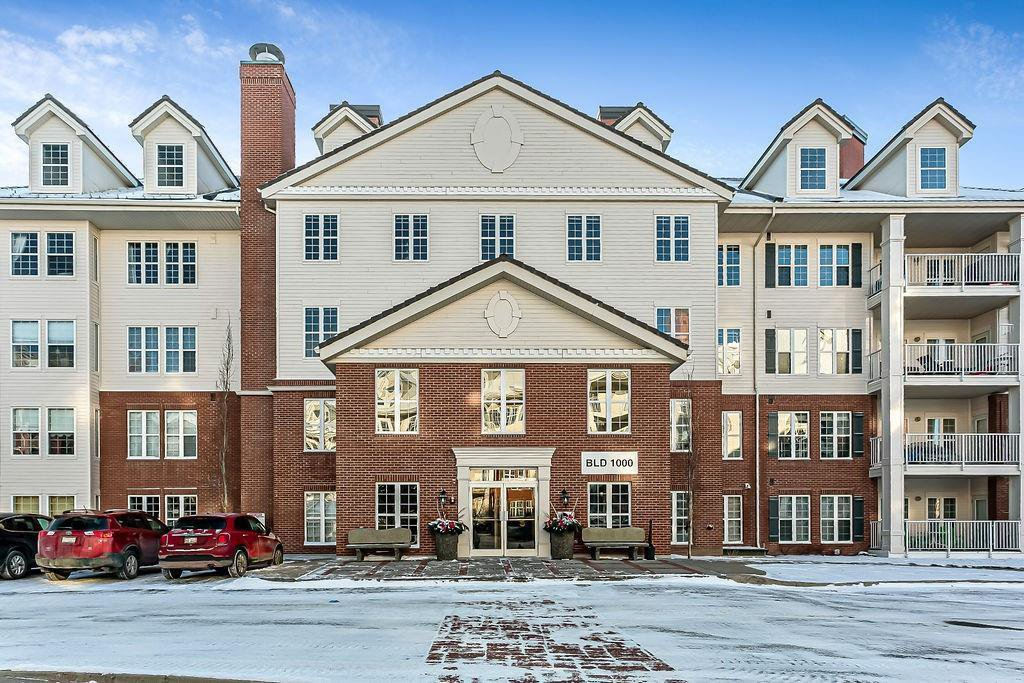 Main Photo: 1120 151 COUNTRY VILLAGE Road NE in Calgary: Country Hills Village Apartment for sale : MLS®# C4278239