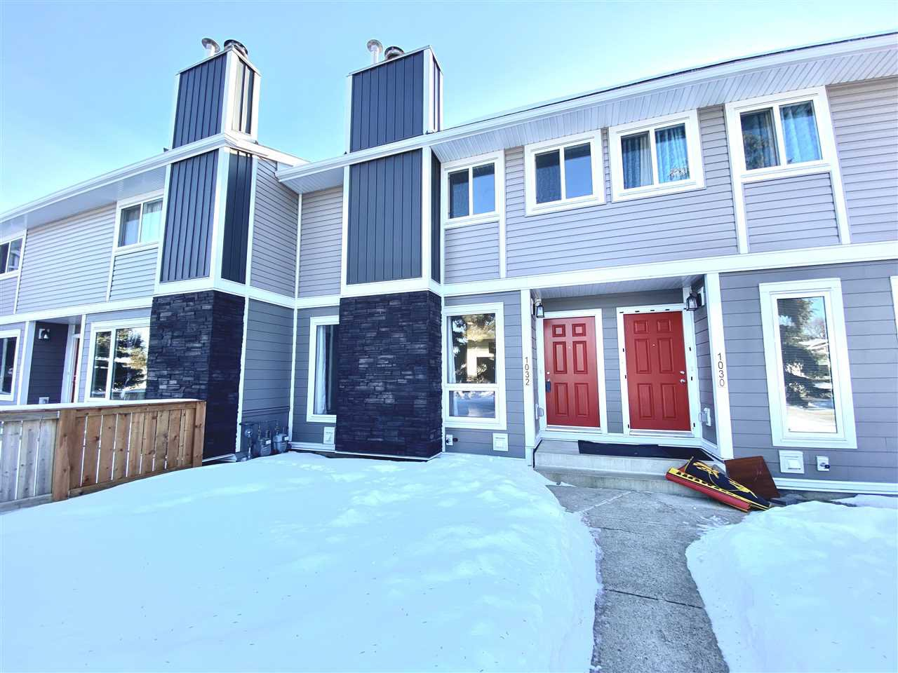 Main Photo: 1032 LAKEWOOD Road N in Edmonton: Zone 29 Townhouse for sale : MLS®# E4188450