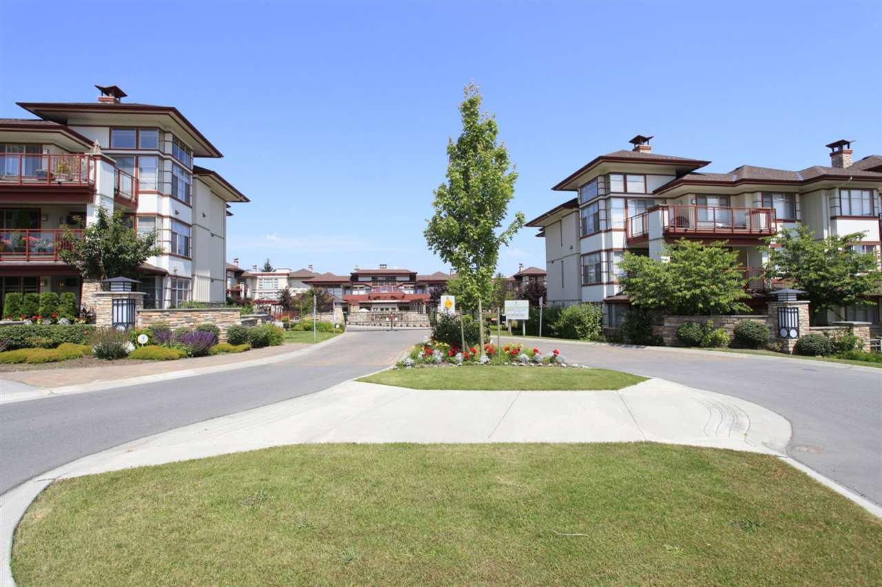 Main Photo: 303 16447 64 AVENUE in : Cloverdale BC Condo for sale : MLS®# R2288813