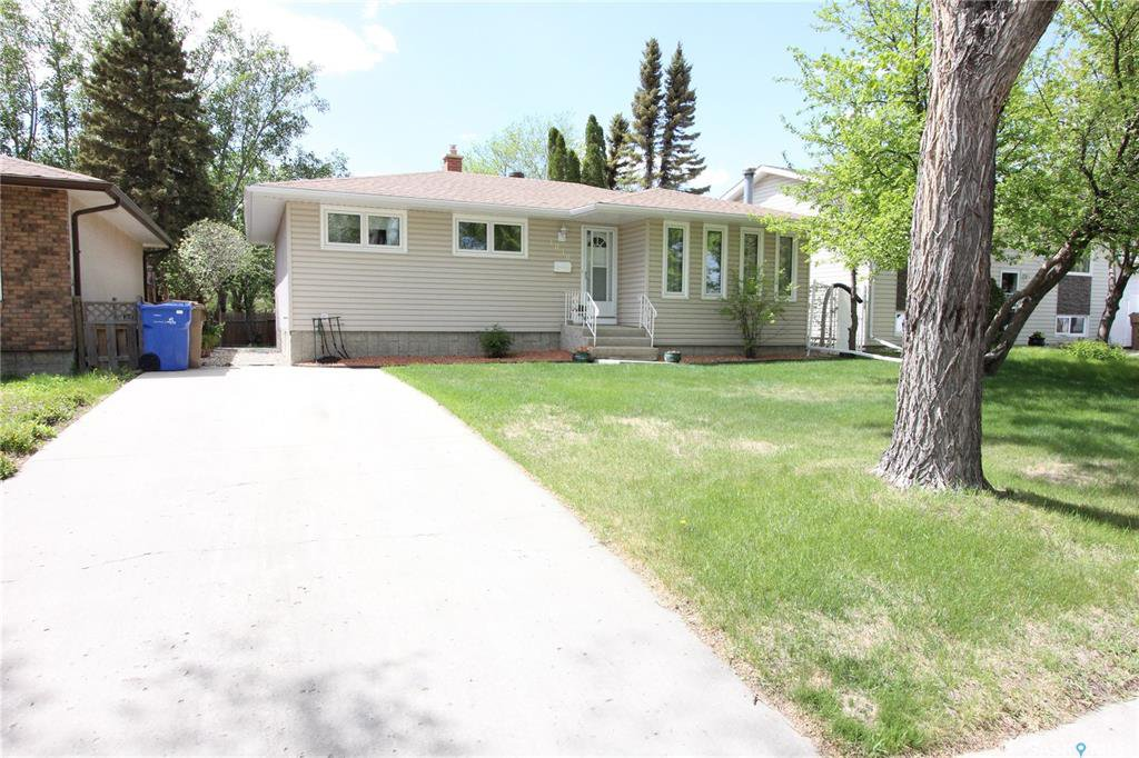 Main Photo: 1030 Dorothy Street in Regina: Normanview West Residential for sale : MLS®# SK810088