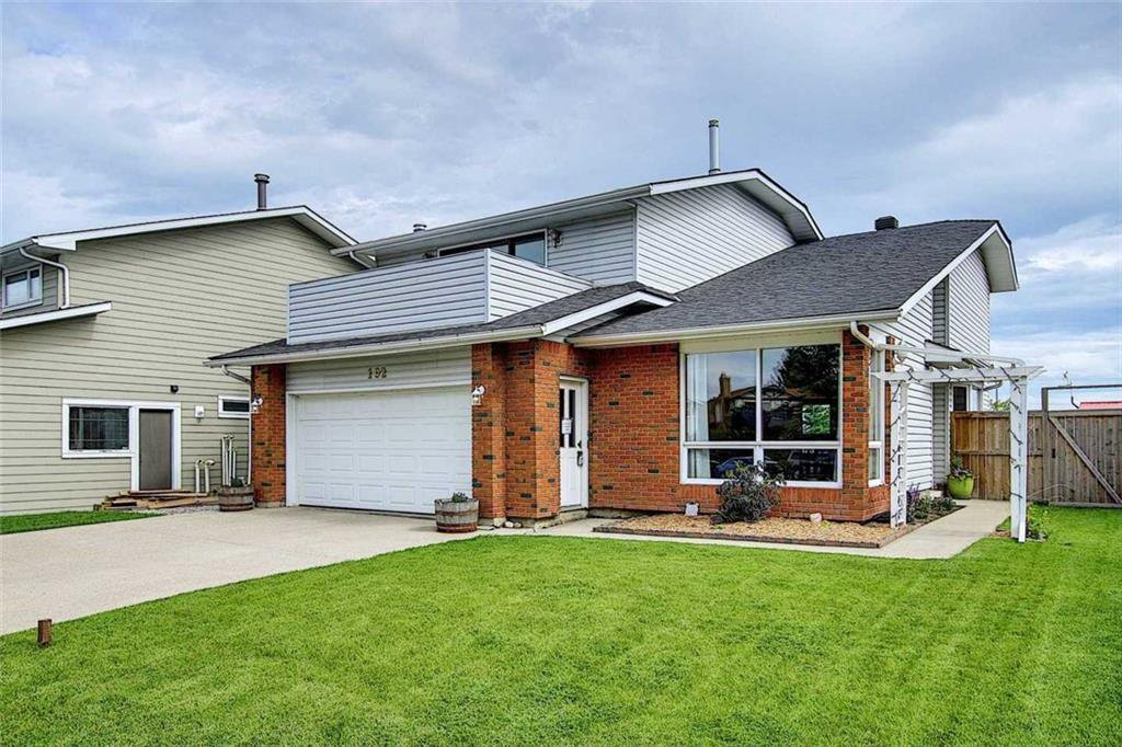 Main Photo: 192 COACHWOOD Crescent SW in Calgary: Coach Hill Detached for sale : MLS®# C4303679