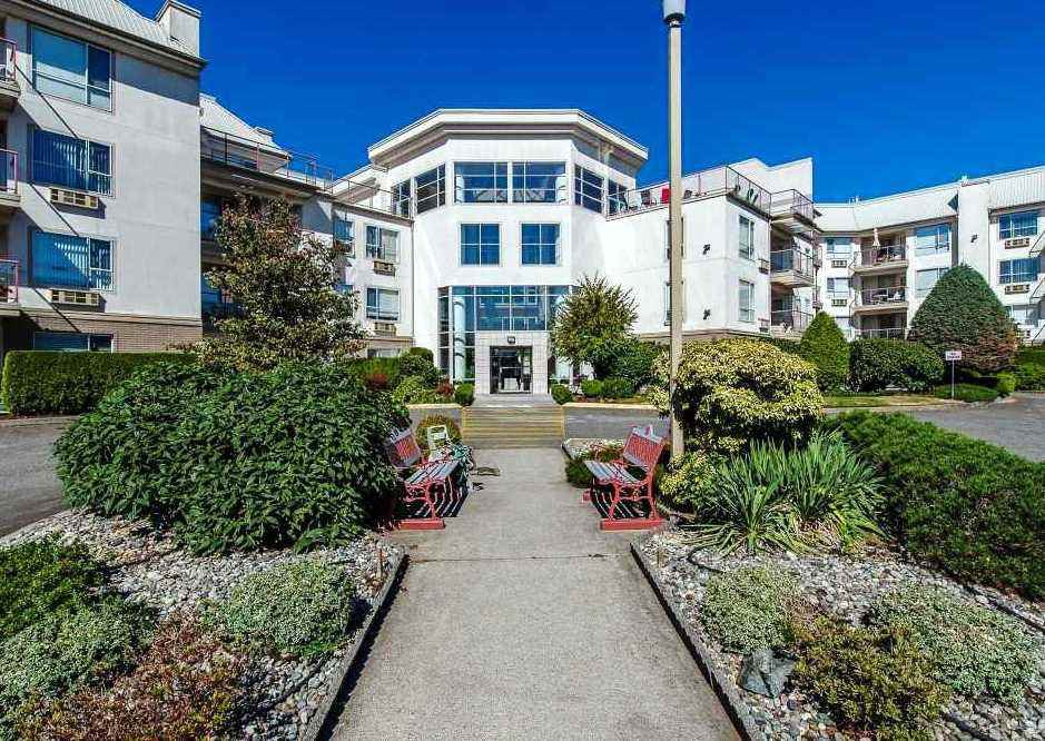 """Main Photo: 101 2626 COUNTESS Street in Abbotsford: Central Abbotsford Condo for sale in """"Wedgewood"""" : MLS®# R2488893"""