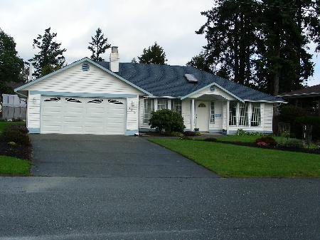 Main Photo: 443 Bidwell Pl in Victoria: Residential for sale : MLS®# 287658