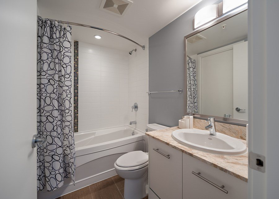 """Photo 9: Photos: 1002 3333 CORVETTE Way in Richmond: West Cambie Condo for sale in """"WALL CENTRE RICHMOND"""" : MLS®# R2054097"""