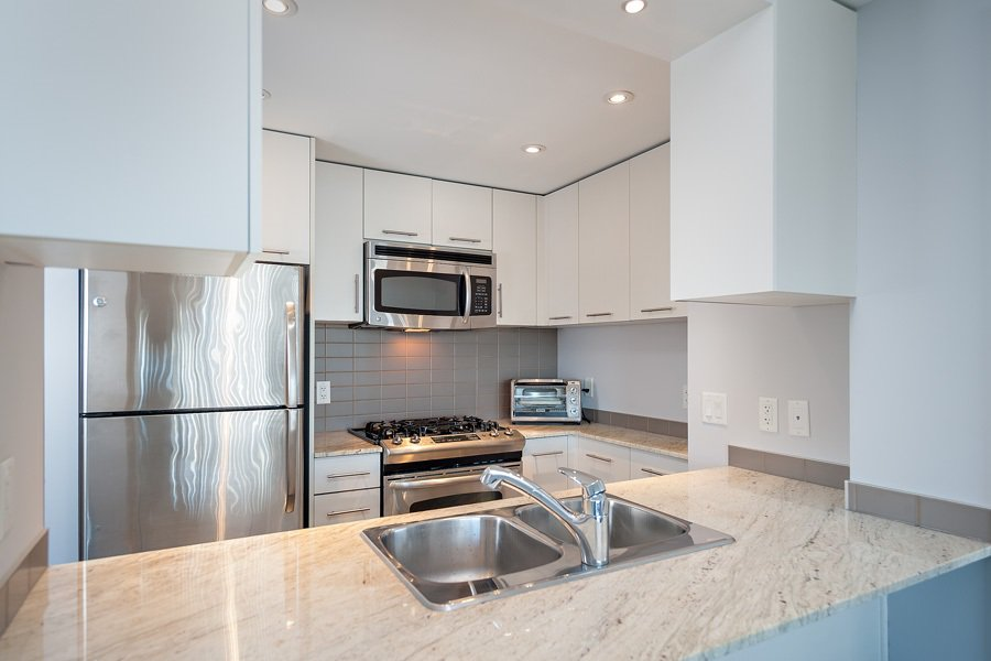 """Photo 5: Photos: 1002 3333 CORVETTE Way in Richmond: West Cambie Condo for sale in """"WALL CENTRE RICHMOND"""" : MLS®# R2054097"""