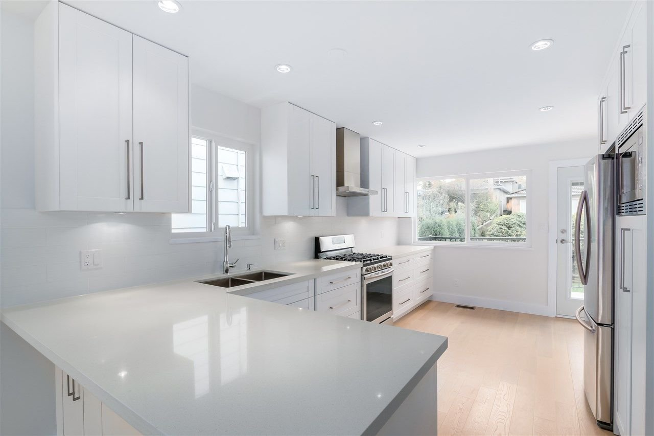 Photo 4: Photos: 3490 CAMBRIDGE Street in Vancouver: Hastings East House for sale (Vancouver East)  : MLS®# R2066449