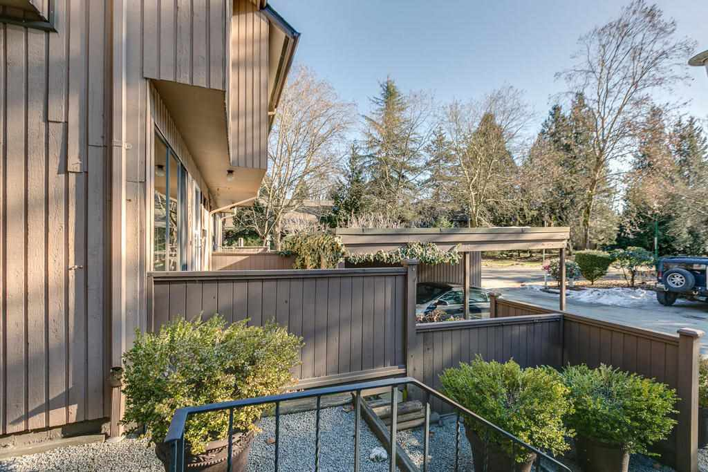 """Photo 4: Photos: 4209 BIRCHWOOD Crescent in Burnaby: Greentree Village Townhouse for sale in """"Greentree Village"""" (Burnaby South)  : MLS®# R2137571"""