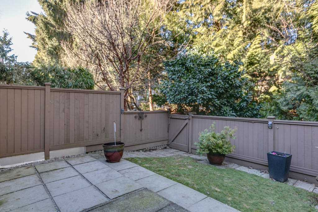 """Photo 20: Photos: 4209 BIRCHWOOD Crescent in Burnaby: Greentree Village Townhouse for sale in """"Greentree Village"""" (Burnaby South)  : MLS®# R2137571"""