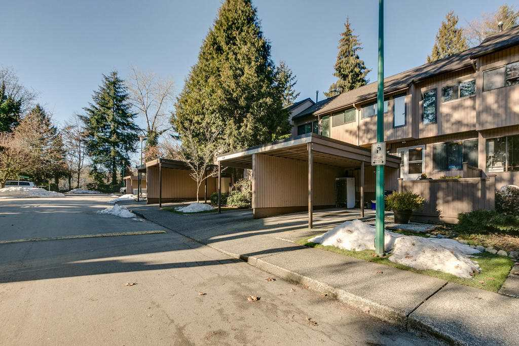 """Photo 2: Photos: 4209 BIRCHWOOD Crescent in Burnaby: Greentree Village Townhouse for sale in """"Greentree Village"""" (Burnaby South)  : MLS®# R2137571"""