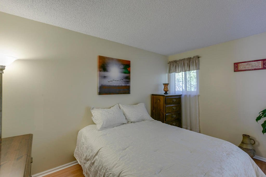 """Photo 14: Photos: 4209 BIRCHWOOD Crescent in Burnaby: Greentree Village Townhouse for sale in """"Greentree Village"""" (Burnaby South)  : MLS®# R2137571"""