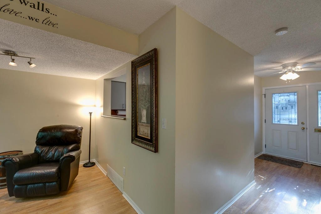 """Photo 8: Photos: 4209 BIRCHWOOD Crescent in Burnaby: Greentree Village Townhouse for sale in """"Greentree Village"""" (Burnaby South)  : MLS®# R2137571"""