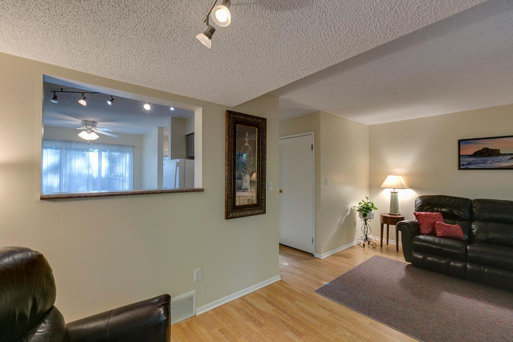 """Photo 12: Photos: 4209 BIRCHWOOD Crescent in Burnaby: Greentree Village Townhouse for sale in """"Greentree Village"""" (Burnaby South)  : MLS®# R2137571"""