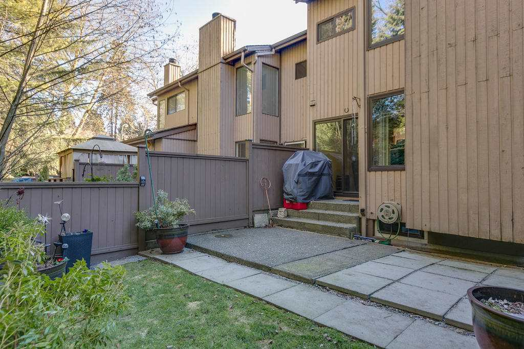 """Photo 19: Photos: 4209 BIRCHWOOD Crescent in Burnaby: Greentree Village Townhouse for sale in """"Greentree Village"""" (Burnaby South)  : MLS®# R2137571"""