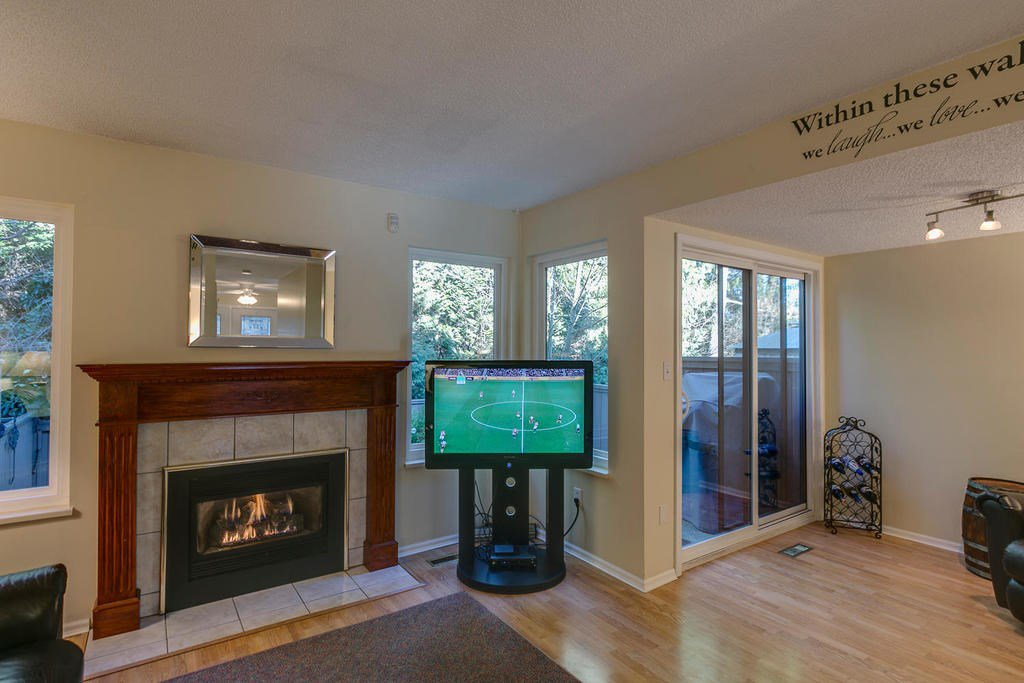 """Photo 10: Photos: 4209 BIRCHWOOD Crescent in Burnaby: Greentree Village Townhouse for sale in """"Greentree Village"""" (Burnaby South)  : MLS®# R2137571"""