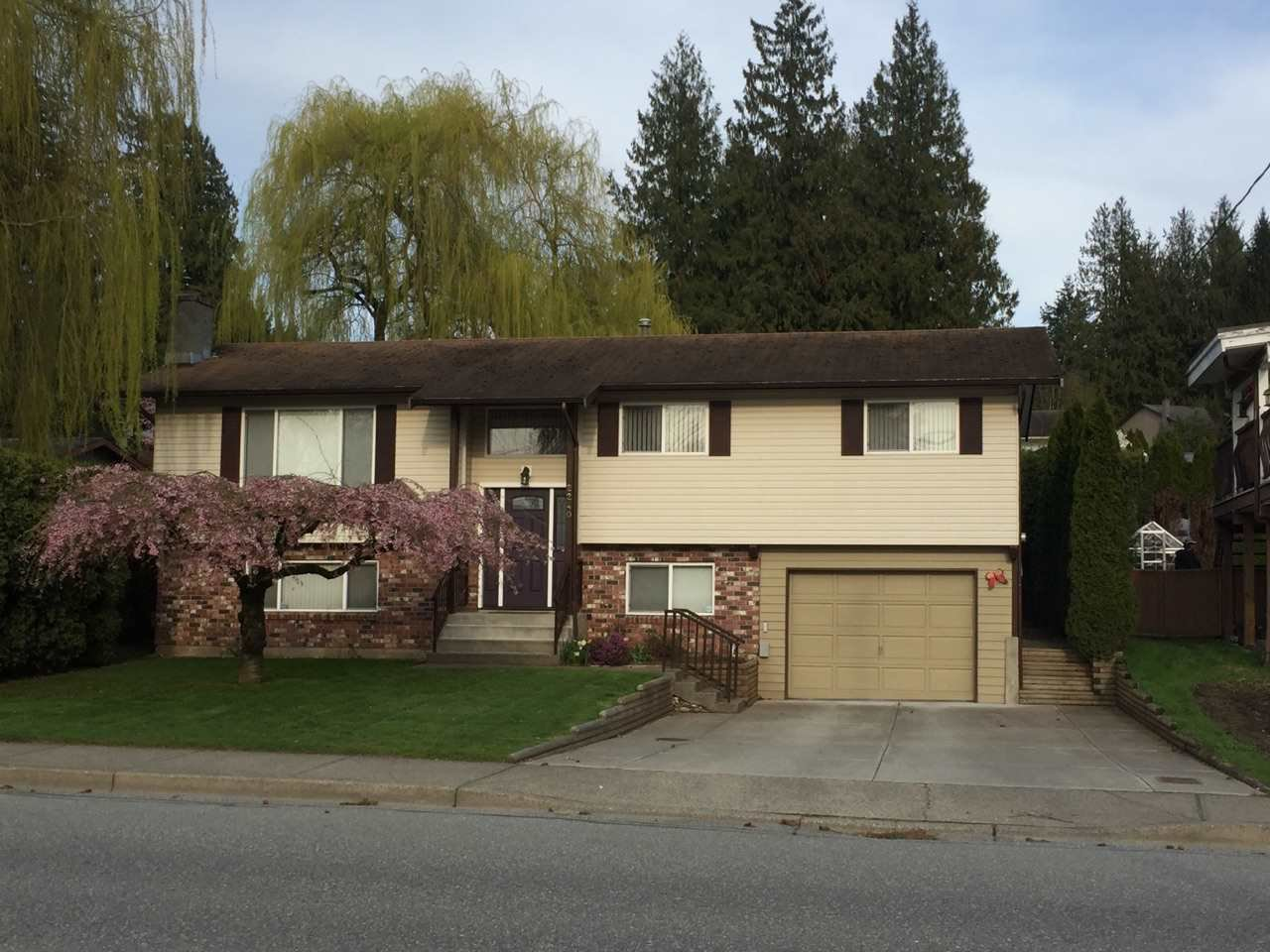 Main Photo: 2240 MCMILLAN Road in Abbotsford: Abbotsford East House for sale : MLS®# R2153477