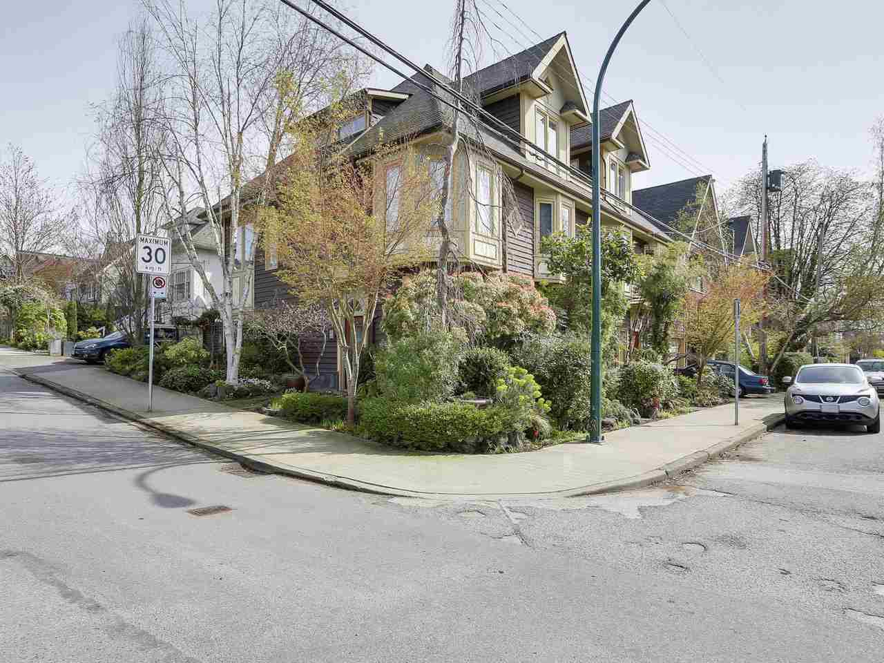 Main Photo: 2660 W 3RD Avenue in Vancouver: Kitsilano Townhouse for sale (Vancouver West)  : MLS®# R2155327