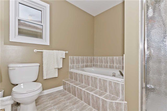 Photo 13: Photos: 614 Summer Park Crescent in Mississauga: Fairview House (2-Storey) for sale : MLS®# W3840789