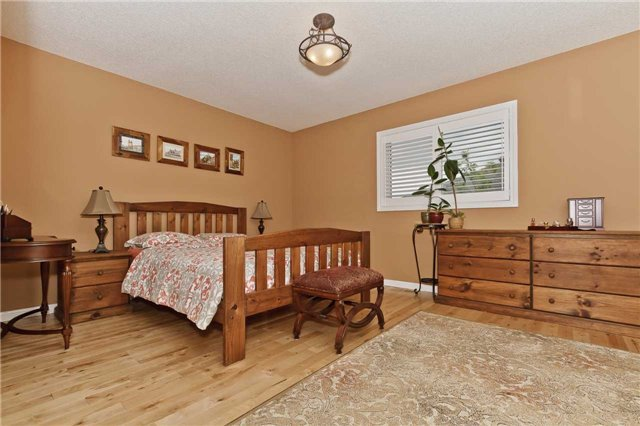 Photo 11: Photos: 614 Summer Park Crescent in Mississauga: Fairview House (2-Storey) for sale : MLS®# W3840789