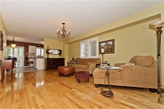 Photo 4: Photos: 614 Summer Park Crescent in Mississauga: Fairview House (2-Storey) for sale : MLS®# W3840789