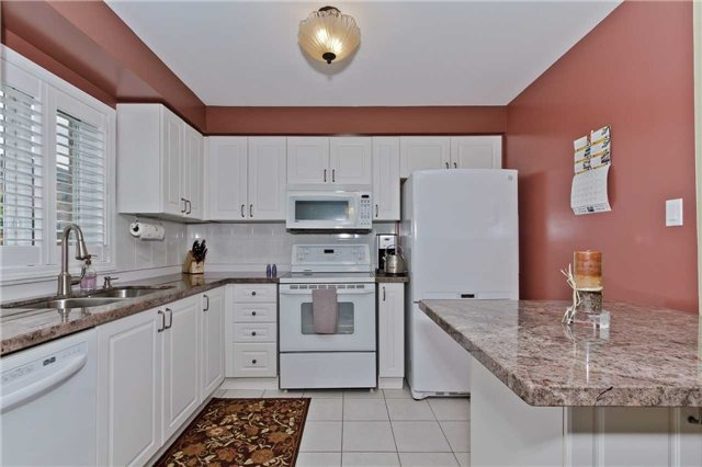 Photo 6: Photos: 614 Summer Park Crescent in Mississauga: Fairview House (2-Storey) for sale : MLS®# W3840789