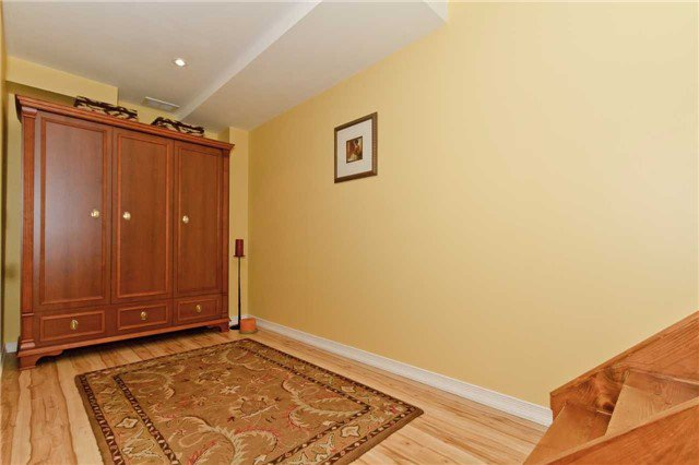 Photo 19: Photos: 614 Summer Park Crescent in Mississauga: Fairview House (2-Storey) for sale : MLS®# W3840789