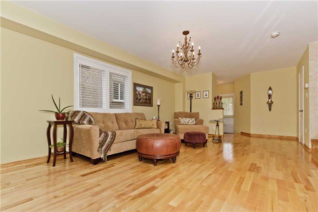 Photo 5: Photos: 614 Summer Park Crescent in Mississauga: Fairview House (2-Storey) for sale : MLS®# W3840789
