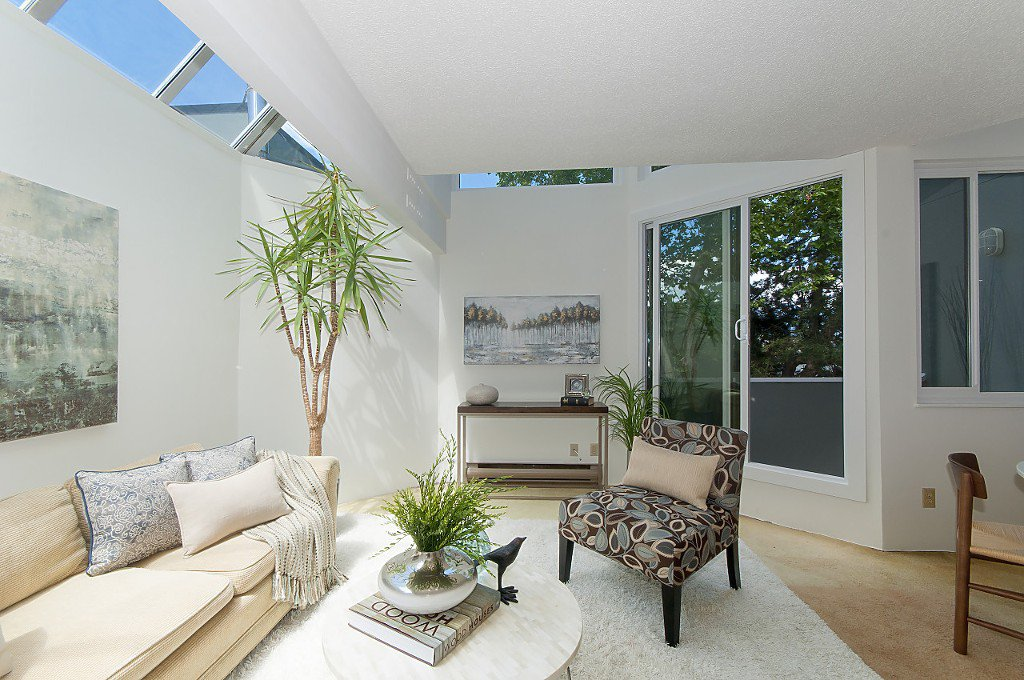 """Photo 6: Photos: 12 1870 YEW Street in Vancouver: Kitsilano Townhouse for sale in """"NEWPORT MEWS"""" (Vancouver West)  : MLS®# R2180967"""