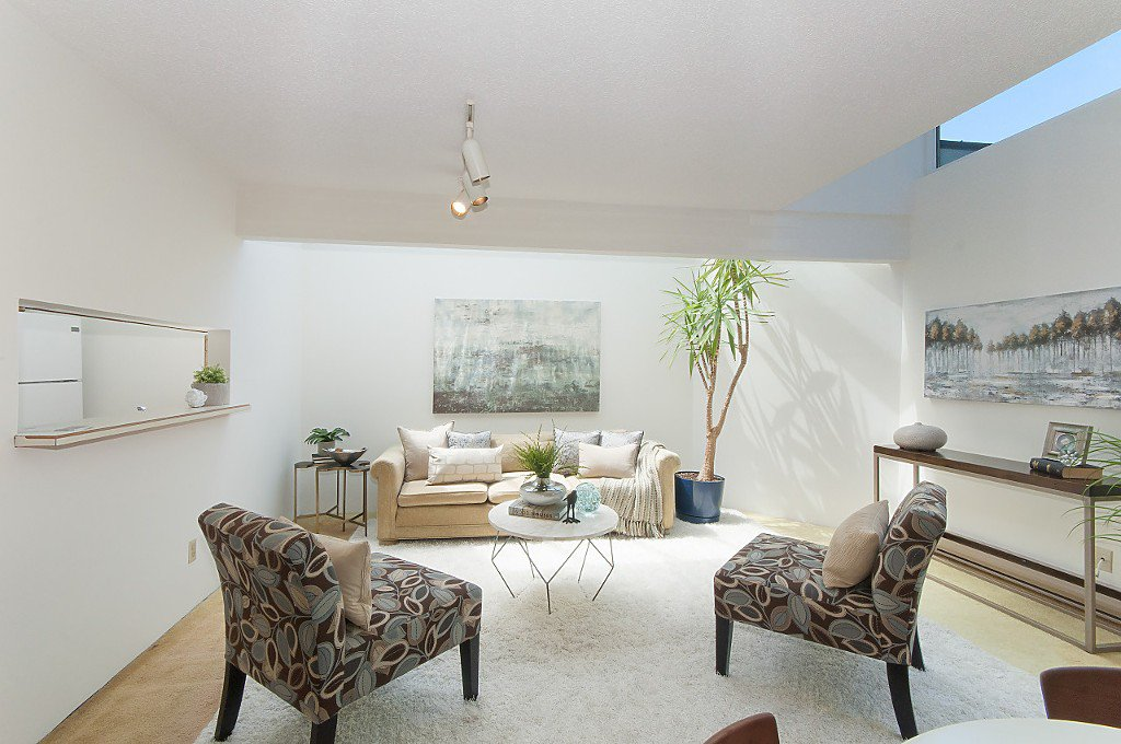 """Photo 4: Photos: 12 1870 YEW Street in Vancouver: Kitsilano Townhouse for sale in """"NEWPORT MEWS"""" (Vancouver West)  : MLS®# R2180967"""