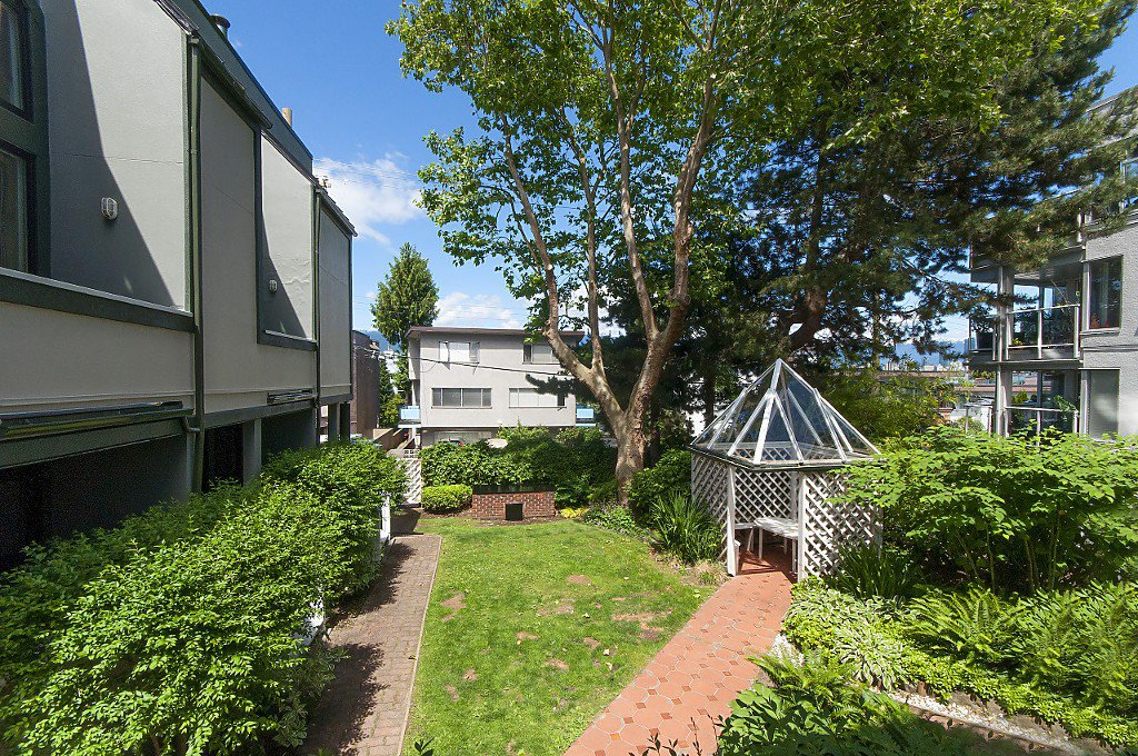 """Photo 25: Photos: 12 1870 YEW Street in Vancouver: Kitsilano Townhouse for sale in """"NEWPORT MEWS"""" (Vancouver West)  : MLS®# R2180967"""