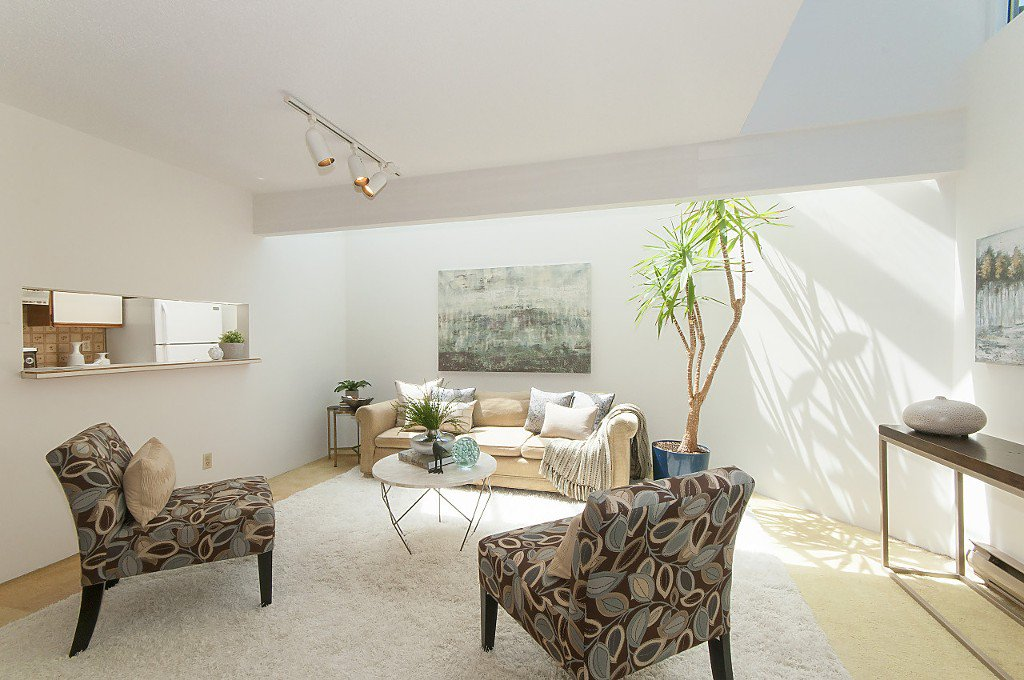 """Photo 5: Photos: 12 1870 YEW Street in Vancouver: Kitsilano Townhouse for sale in """"NEWPORT MEWS"""" (Vancouver West)  : MLS®# R2180967"""