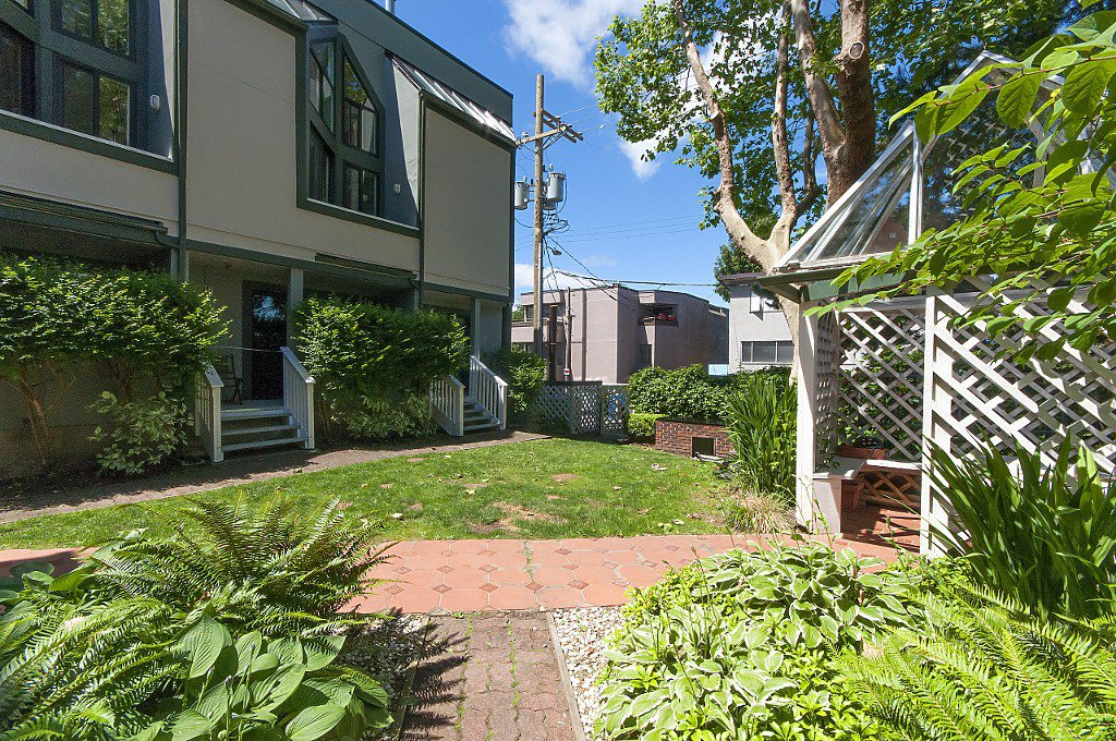 """Photo 26: Photos: 12 1870 YEW Street in Vancouver: Kitsilano Townhouse for sale in """"NEWPORT MEWS"""" (Vancouver West)  : MLS®# R2180967"""