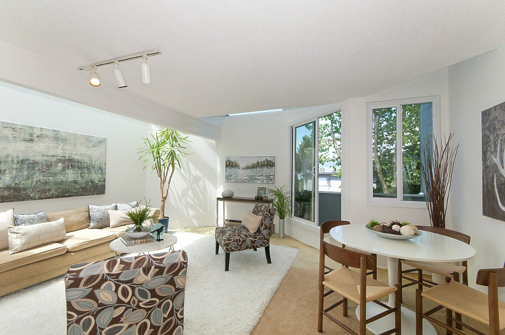 """Photo 3: Photos: 12 1870 YEW Street in Vancouver: Kitsilano Townhouse for sale in """"NEWPORT MEWS"""" (Vancouver West)  : MLS®# R2180967"""