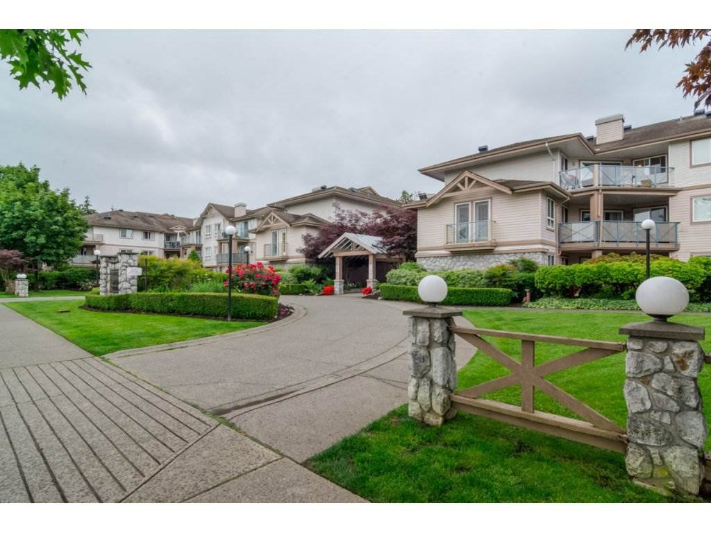 "Main Photo: 306 22150 48TH Avenue in Langley: Murrayville Condo for sale in ""EAGLE CREST"" : MLS®# R2182501"