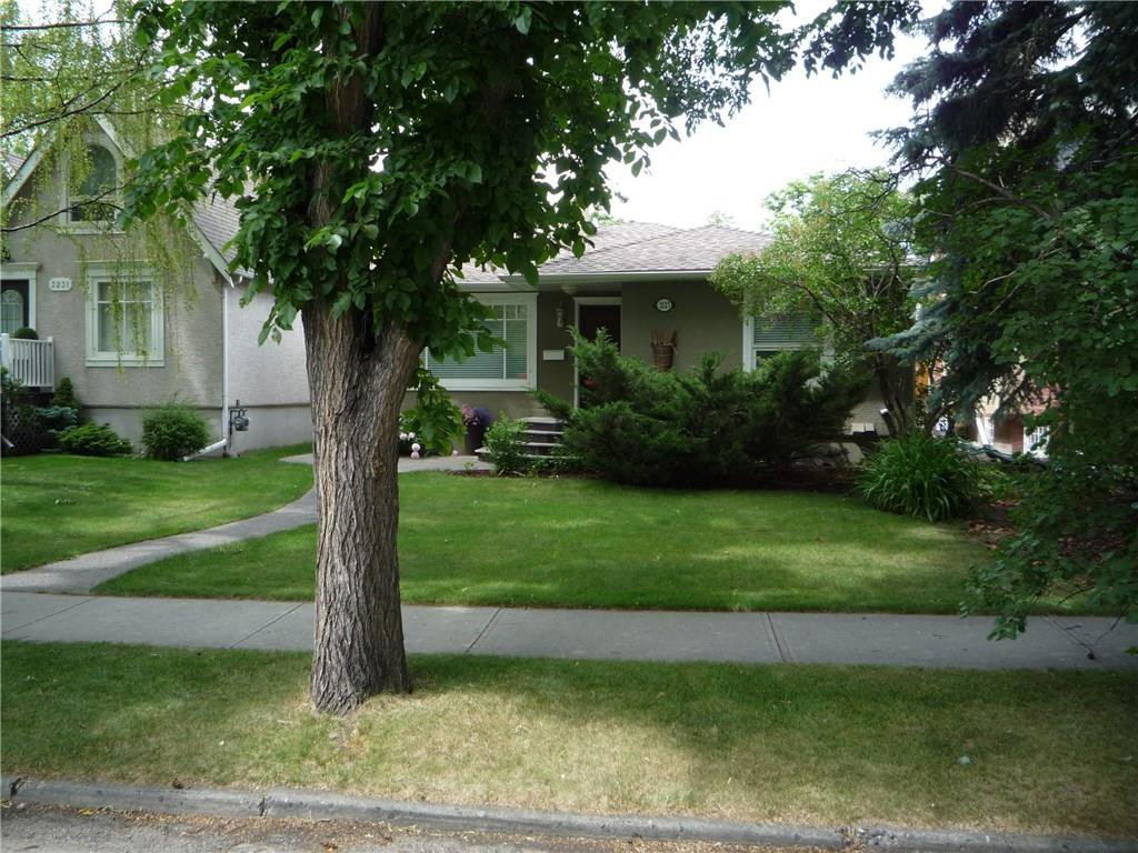 Photo 3: Photos: 3227 ALFEGE ST SW in Calgary: Upper Mount Royal House for sale : MLS®# C4125659
