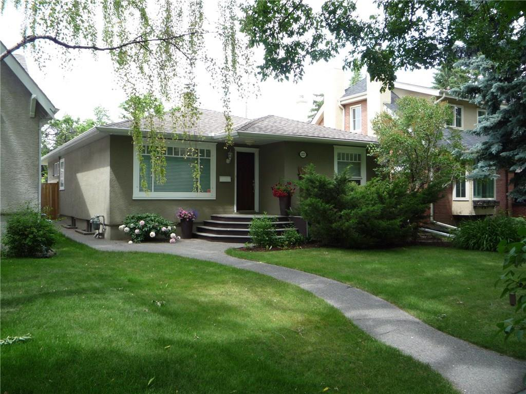 Photo 2: Photos: 3227 ALFEGE ST SW in Calgary: Upper Mount Royal House for sale : MLS®# C4125659