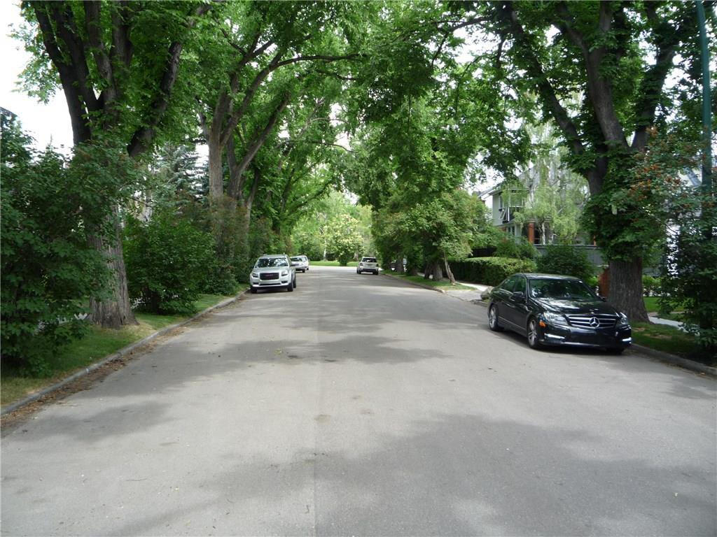 Photo 4: Photos: 3227 ALFEGE ST SW in Calgary: Upper Mount Royal House for sale : MLS®# C4125659