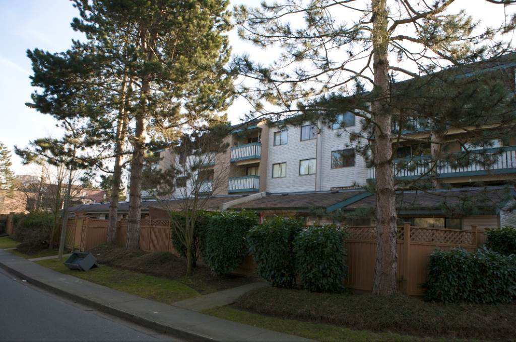 """Main Photo: 306 8540 CITATION Drive in Richmond: Brighouse Condo for sale in """"BELMONT PARK"""" : MLS®# R2201207"""
