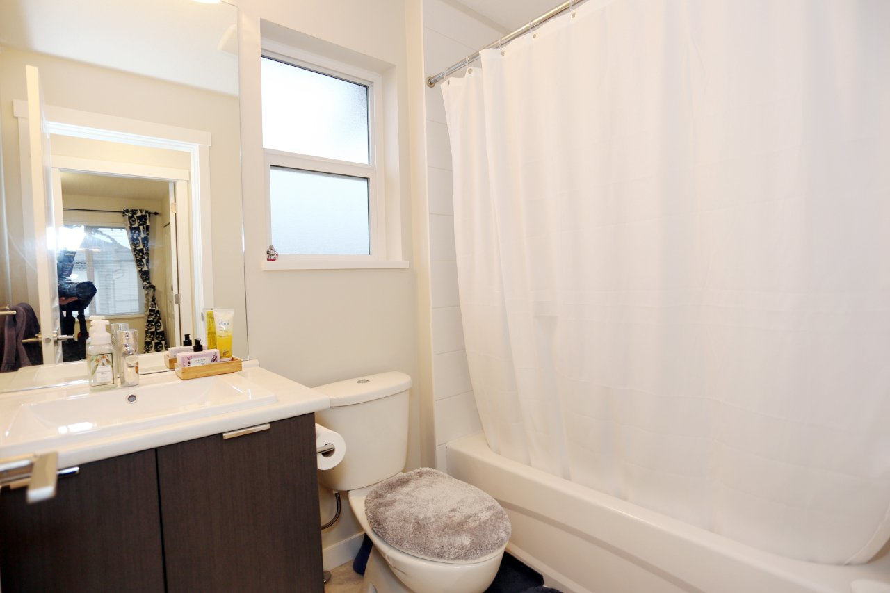 """Photo 20: Photos: 55 7848 209 Street in Langley: Willoughby Heights Townhouse for sale in """"Mason & Green"""" : MLS®# R2235766"""