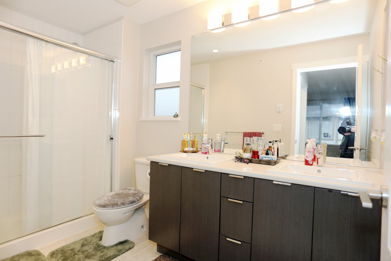"""Photo 17: Photos: 55 7848 209 Street in Langley: Willoughby Heights Townhouse for sale in """"Mason & Green"""" : MLS®# R2235766"""