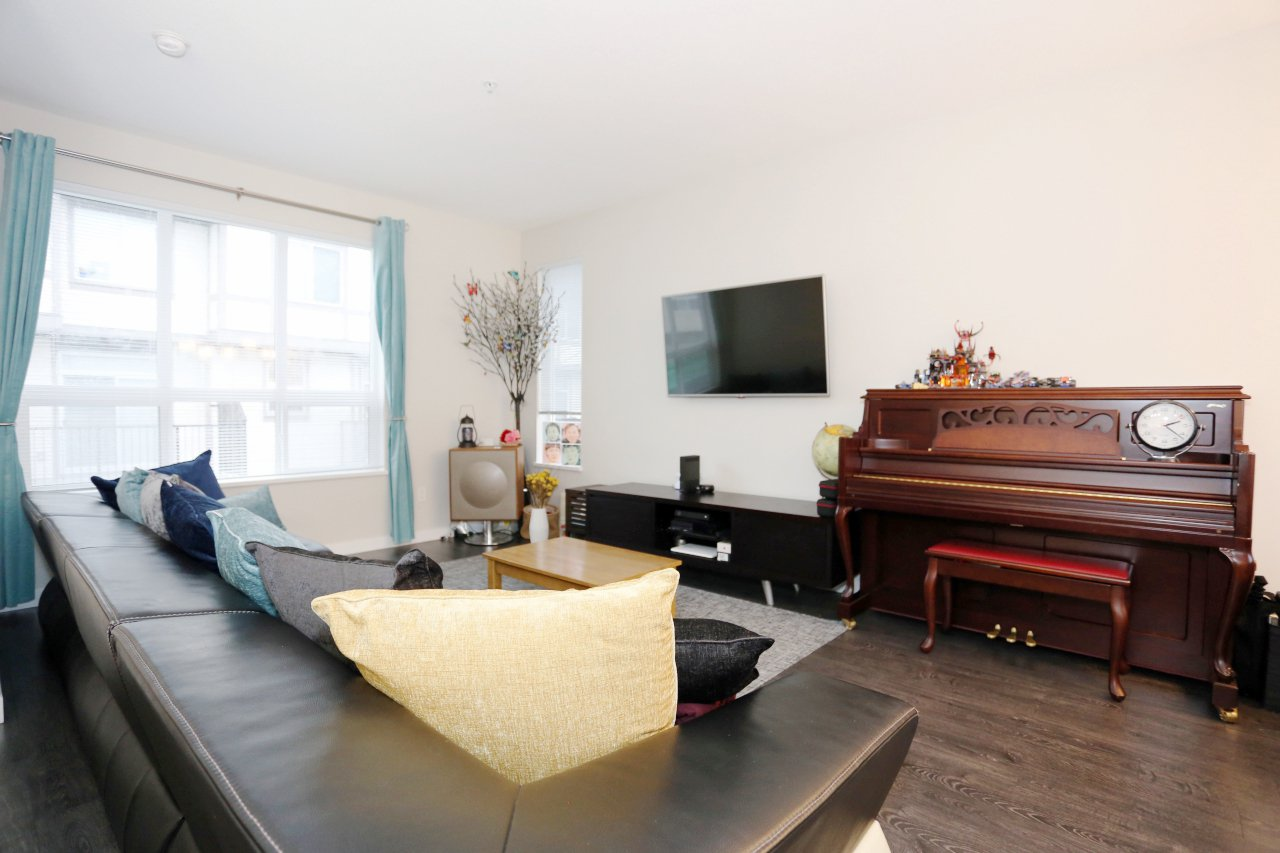 """Photo 6: Photos: 55 7848 209 Street in Langley: Willoughby Heights Townhouse for sale in """"Mason & Green"""" : MLS®# R2235766"""