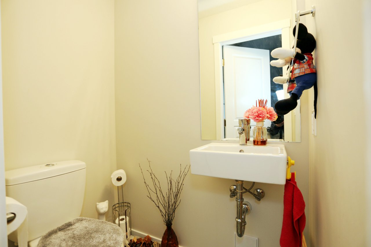 """Photo 13: Photos: 55 7848 209 Street in Langley: Willoughby Heights Townhouse for sale in """"Mason & Green"""" : MLS®# R2235766"""