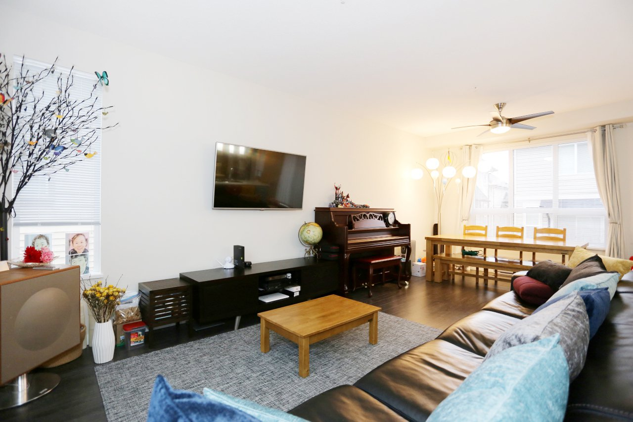 """Photo 8: Photos: 55 7848 209 Street in Langley: Willoughby Heights Townhouse for sale in """"Mason & Green"""" : MLS®# R2235766"""