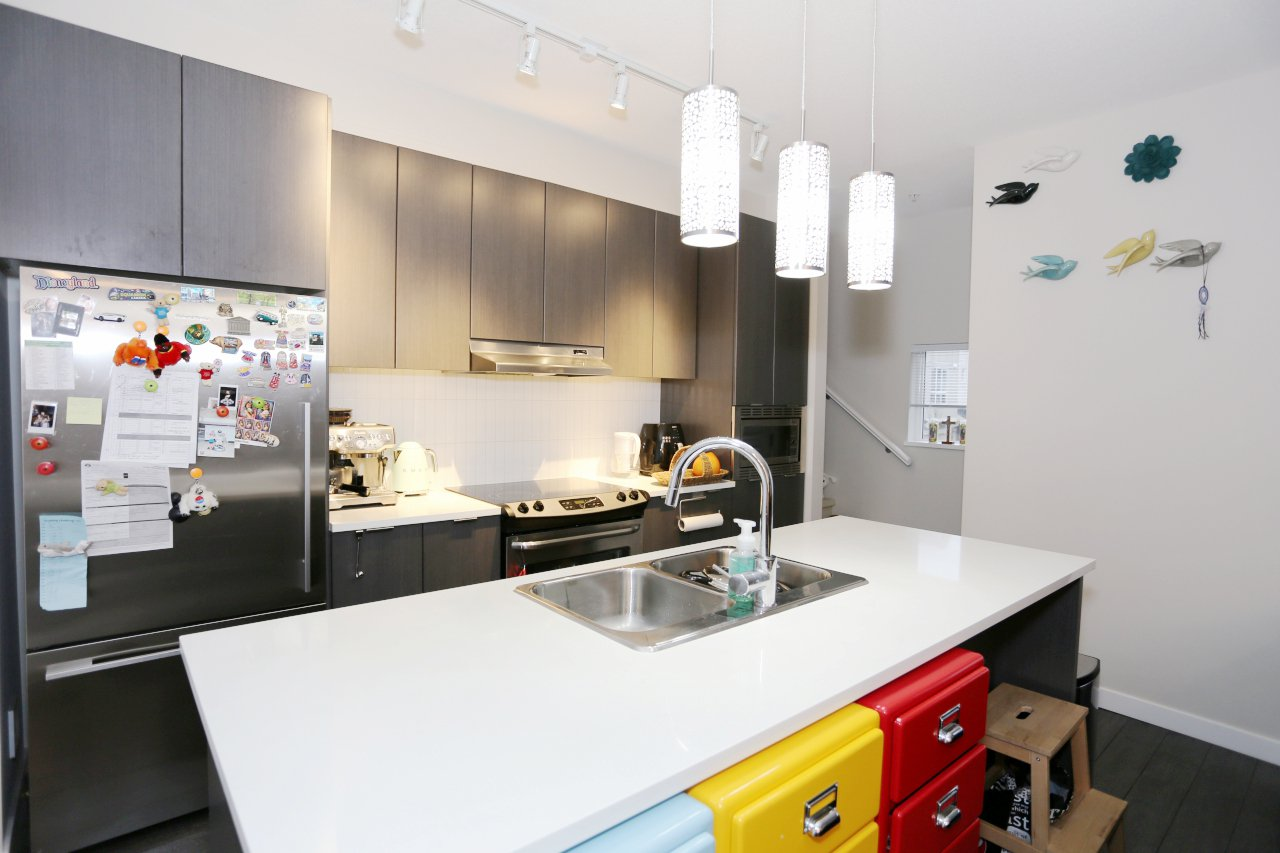 """Photo 3: Photos: 55 7848 209 Street in Langley: Willoughby Heights Townhouse for sale in """"Mason & Green"""" : MLS®# R2235766"""
