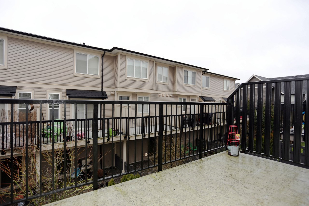 """Photo 14: Photos: 55 7848 209 Street in Langley: Willoughby Heights Townhouse for sale in """"Mason & Green"""" : MLS®# R2235766"""