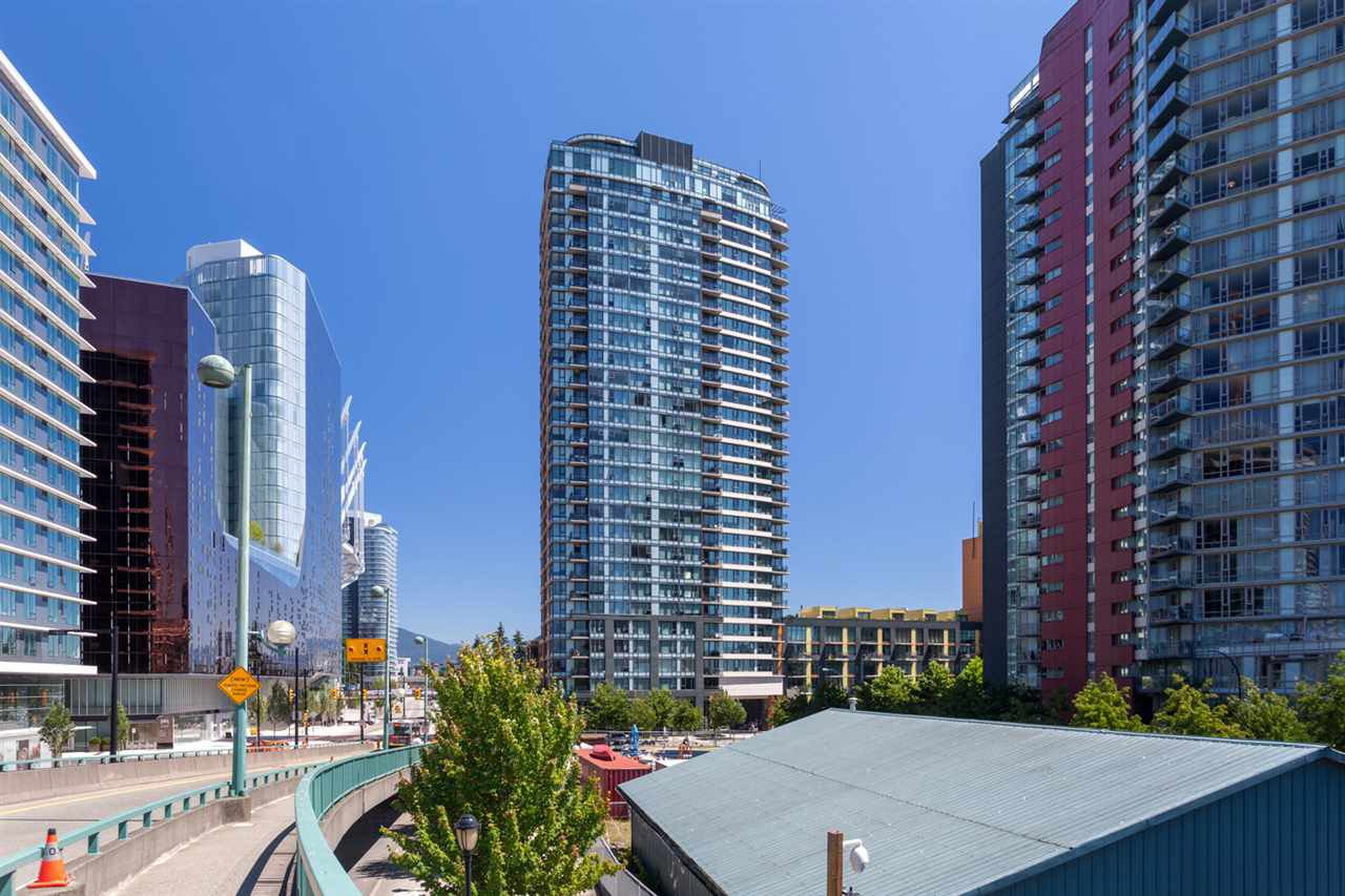 """Main Photo: 2505 33 SMITHE Street in Vancouver: Yaletown Condo for sale in """"COOPERS LOOKOUT"""" (Vancouver West)  : MLS®# R2289422"""